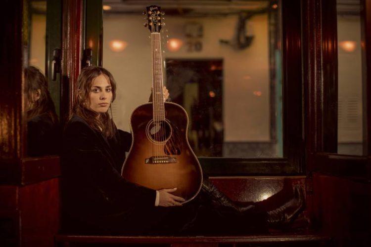 Sophie Auster se mira en el espejo de las grandes cantautoras