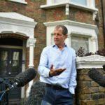 Corbyn sufre una revuelta por echar del partido al exasesor de Tony Blair