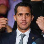Guaidó despliega a sus simpatizantes en los cuarteles para atraer a los militares