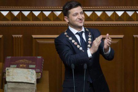 Zelenski disuelve el Parlamento tras asumir el cargo como presidente de Ucrania