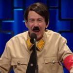 Indignación por un programa de Netflix en el que un cómico vestido de Hitler se burla de Ana Frank