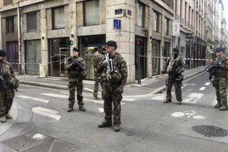 Una explosión en una calle peatonal de Lyon causa al menos 13 heridos leves