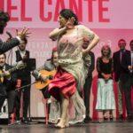 Flamencos reunidos en torno al Compás