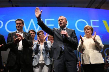 Conservadores y socialdemócratas cierran sus campañas con mensajes contra el avance ultranacionalista