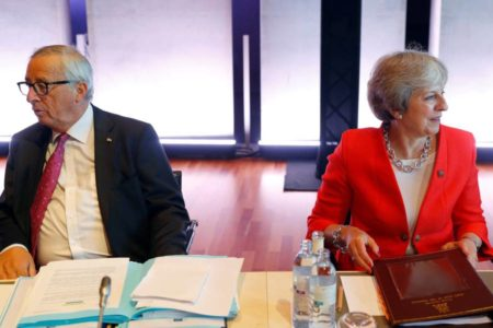 Los pasos en falso de Theresa May en Bruselas