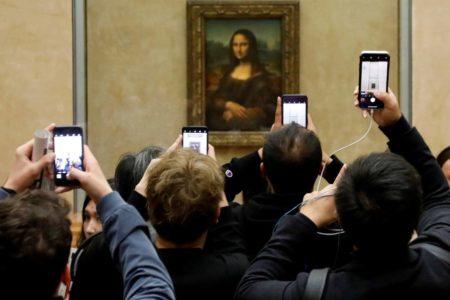 Los vigilantes del Louvre están agotados