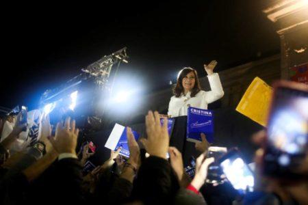 Cristina Fernández de Kirchner se sienta por primera vez en el banquillo