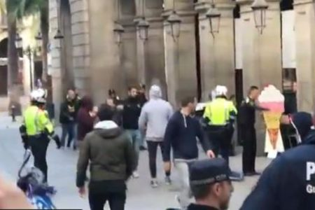 Los seguidores del Liverpool provocan incidentes en Barcelona