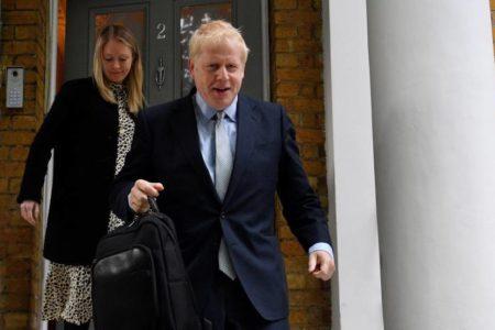 Boris Johnson arrasa en la primera votación para liderar a los 'tories'