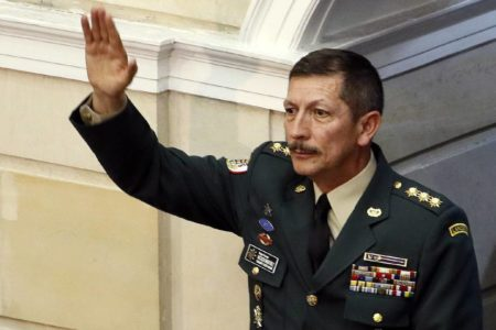 El Senado de Colombia aprueba el ascenso del cuestionado jefe del Ejército