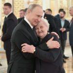 Putin bajaba en los sondeos, así que se cambió la encuesta. Funcionó