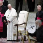 El Papa riñe a sus embajadores por criticarle por la espalda