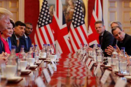 """Trump alienta el Brexit duro y promete un acuerdo comercial """"fenomenal"""" con EE UU"""
