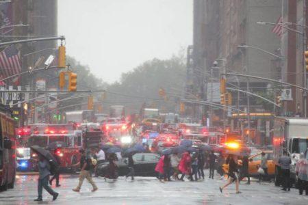 Un helicóptero se estrella contra un edificio en Manhattan en un aterrizaje forzoso