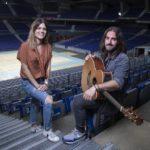 Elvira Sastre y Andrés Suárez quieren llenar el WiZink Center de poesía
