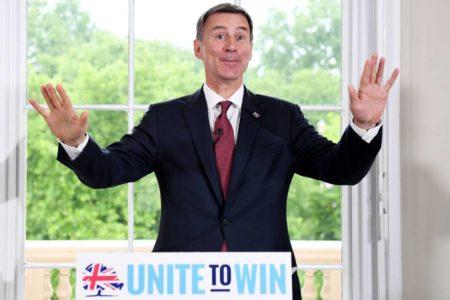 El ministro de Exteriores gana apoyos como candidato para un Brexit moderado