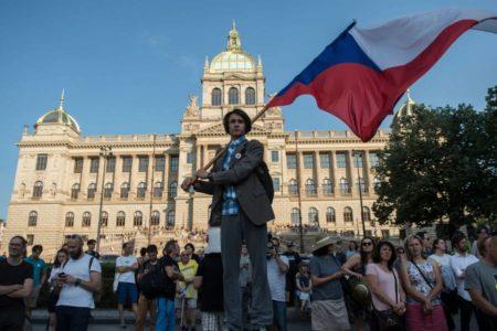 Manifestación masiva en Praga para pedir la dimisión del primer ministro checo