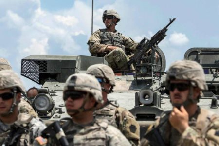 """EE UU enviará 1.000 soldados más a Oriente Próximo ante """"la amenaza"""" de Irán"""