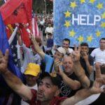 Albania se hunde en una crisis institucional