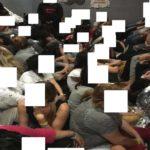 De pie sobre el váter para hacer sitio: 900 inmigrantes en un espacio para 125